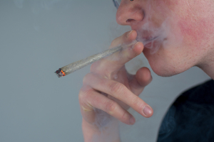 Unter anderem kann THC durch einen Drogentest im Blut nachgewiesen werden.