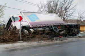 Ein tödlicher LKW-Unfall ist nicht selten, da diese Fahrzeuge besonders groß und schwer sind.