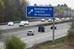 Mobile Radargeräte wie der TRAFFIPAX SpeedoPhot werden gerne auf Autobahnen eingesetzt.