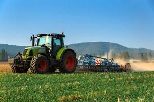 Sie möchten für Ihren Traktor eine Versicherung abschließen? Berechnen Sie die Kosten direkt mit dem gewünschten Anbieter.