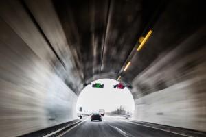 In einem Tunnel müssen Sie sich an besondere Verhaltensweisen halten.