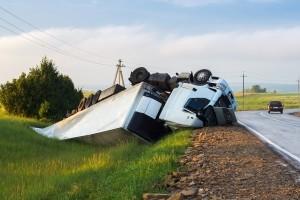 LKW-Unfälle werden oft durch Abstands- oder Geschwindigkeitsverstöße ausgelöst.
