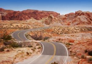 Ein Unfall im Ausland - beispielsweise in Amerika - kann durch zu hohe Geschwindigkeit zustande kommen.