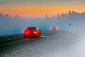 Bei einem Unfall mit Sommerreifen im Winter greift Ihre Vollkasko ggf. nicht.