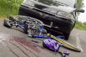 Ein Unfall ohne Führerschein und Fahrerlaubnis kann den Verursacher finanziell ruinieren.