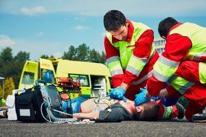 Bei einem Unfall mit Personenschaden droht auch eine Anzeige wegen fahrlässiger Körperverletzung oder Tötung.