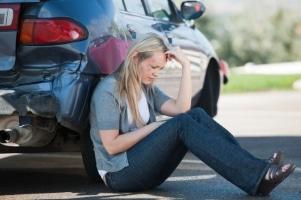 Entfernt sich ein Unfallbeteiligter unerlaubt vom Unfallort, droht eine Freiheitsstrafe von drei Jahren oder eine Geldstrafe.