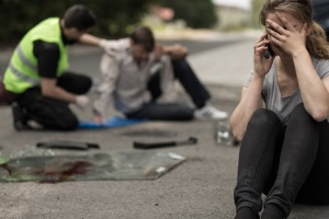 Unfallhergang: Eine Skizze hält Situation fest. Beachten Sie auch Straßenschilder und Ampeln.