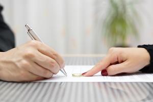 Unterschreiben Sie das Einigungsprotokoll, können Sie keine Ansprüche mehr an den Unfallverursacher stellen.