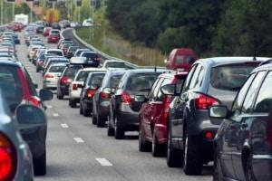 Im Verkehr in Dänemark ist es verboten, den Motor grundlos laufen zu lassen.