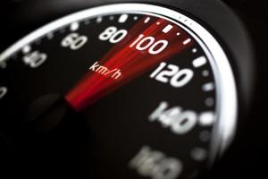 Verkehrsordnungswidrigkeit: Die vorgeschriebene Geschwindigkeit zu missachten, zieht Sanktionen nach sich.
