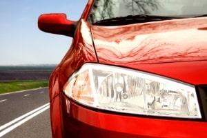 Gemäß den Verkehrsregeln in Italien muss das Abblendlicht auch tagsüber an sein.