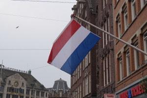 Die Verkehrsregeln für die Niederlande sollte jeder kennen, der dort mit dem Auto fährt.