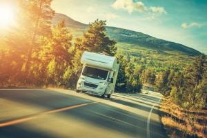 Welche Verkehrsregeln bei einem Wohnmobil über 3,5 Tonnen zu beachten sind, erfahren Sie hier.