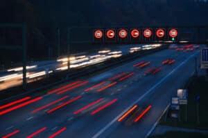 Im Zuge der Verkehrsüberwachung werden auch Geschwindigkeitsverstöße geahndet.