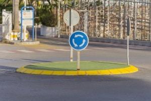 Die Verkehrsvorschriften in Österreich unterscheiden sich u. a. beim Kreisverkehr.
