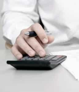 Die Versicherung zahlt oft nicht nach einem Unfall, wenn die Schuldfrage noch ungeklärt ist.