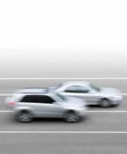 Vorsatz liegt auch bei illegalen Autorennen vor, bei denen Sie die Geschwindigkeit um mehrere km/h überschreiten.