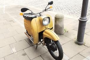 Wie schnell kann ein Kleinkraftrad fahren? Normalerweise maximal 45 km/h.