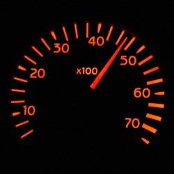 Für ein Wohnmobil mit 4 Tonnen gilt eine Geschwindigkeit von 50 km/h innerorts.