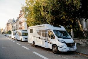 Wohnmobil parken: In verkehrsberuhigter Zone und Wohngebieten gelten spezielle Vorschriften.