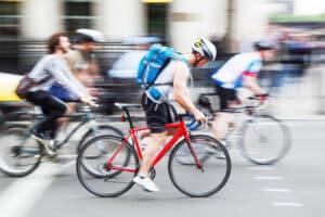 Auch wenn Radfahrer einen Zebrastreifen überfahren, kann ein Bußgeld die Folge sein.