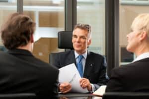 Eine Zentrale Bußgeldstelle in NRW gibt es nicht. Ein Anwalt kann Sie trotzdem regional beraten.