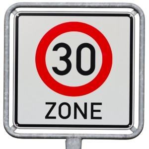 Nicht nur für die Höchstgeschwindigkeit können Zonen ausgewiesen sein - auch für ein Parkverbot kann das gelten.